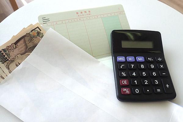 お金と通帳とクレジットカード